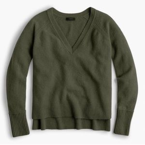 J crew v neck super soft sweater (olive green)